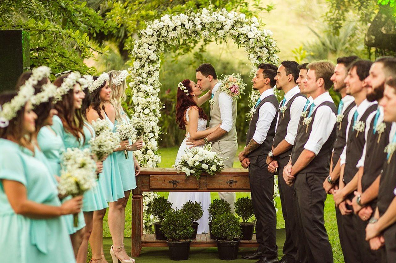 Aprenda como reduzir a lista de convidados para o seu casamento