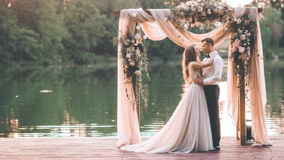 Já pensou decorar o seu casamento com Backdrops?