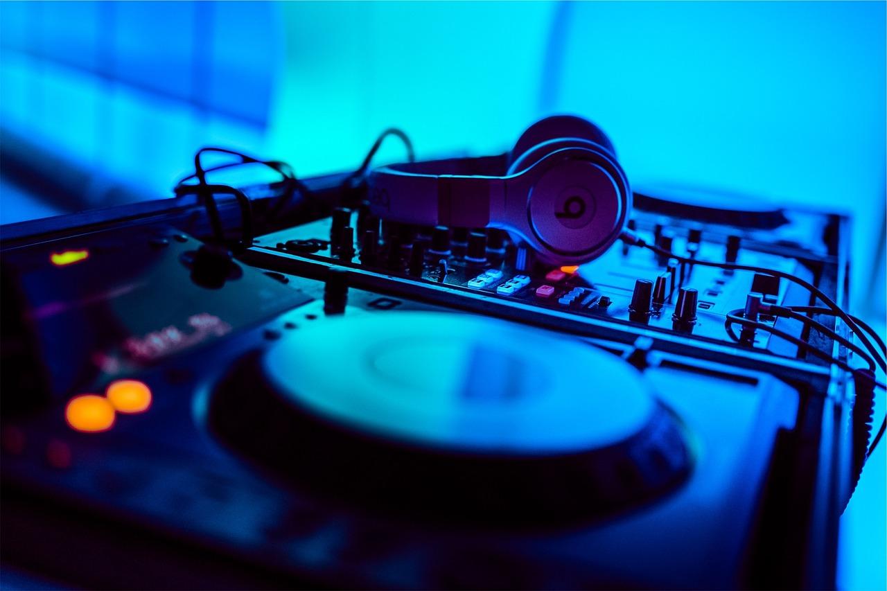 4 Dicas para contratar DJ de casamento