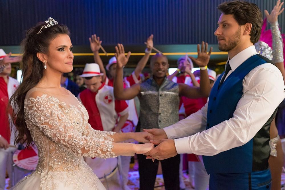 Como contratar uma escola de samba para casamentos